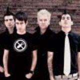 Solistul Anti-Flag s-a accidentat grav in timpul unui      stage diving