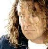 Robert Plant doneaza o chitara