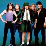 Biletele la 127 ron la concertul AC/DC s-au epuizat
