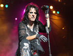Alice Cooper intervievat la premiile Grammy (video)