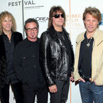 Urmariti noul videoclip Bon Jovi, Superman Tonight