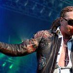 Axl Rose isi injura fanii pe forumul oficial Guns N Roses