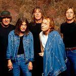 Un barbat a facut stop cardiac la un concert AC/DC