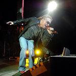 Scena concertului Guns N Rosses s-a prabusit din cauza ploilor