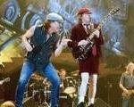 AC/DC ar putea anula un concert din cauza bombelor din razboiul mondial