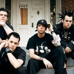 Chitaristul Good Charlotte l-a facut K.O. pe prezentatorul Headbanger's Ball (video)