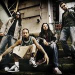 Korn au cantat live o noua piesa (Video)