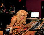 Courtney Love a fost intervievata de Nikki Sixx
