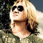 Solistul Def Leppard va avea o emisiune la Planet Rock