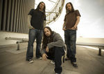 Korn au sustinut un concert intr-un lan de porumb (video)