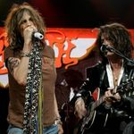 Chitaristul Aerosmith a fost transportat la spital in urma unui accident moto