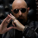 Rob Halford devine preot in reclame (video)