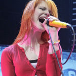 Paramore au fost onorati sa cante intre Weezer si Blink-182 (video)