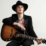 Pete Doherty se muta cu Amy Winehouse