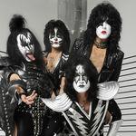 Kiss castiga minim 500.000 de dolari pe concert