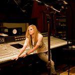 Avril Lavigne e de moda veche