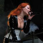 Solista Epica a cantat cu Revamp (video)