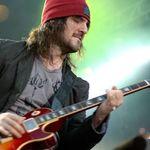 Chitaristul Guns N Roses s-a intors in studio (video)
