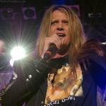 Sebastian Bach a petrecut revelionul intr-un bar de karaoke