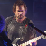 Michael Anthony  a fost intervievat la NAMM 2011 (video)
