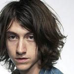 Solistul Arctic Monkeys lanseaza un album solo