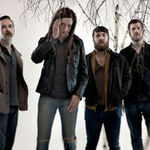 Underoath si fanul nebun din pubela (video)