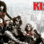 Se lanseaza sicriul Kiss