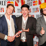 Mumford And Sons s-au imbatat de bucurie dupa Brit Awards