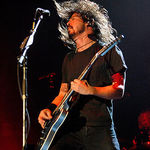 Foo Fighters au cantat Rope live la NME Awards (video)