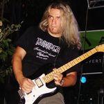Balaurul ofera fanilor doua chitare electro-acustice