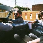 Josh Homme este invitat pe noul album Arctic Monkeys