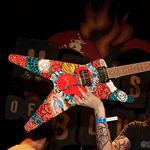 OldBastardsTattoo scot la vanzare o chitara pictata de Chino Moreno