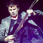 Muse doneaza echipament muzical