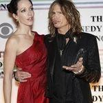Steven Tyler este criticat dupa ce a cantat Imnul Americii (video)