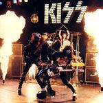 Kiss lanseaza noi modele de tenisi si blugi (foto)