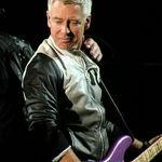 Basistul U2 a castigat procesul impotriva fostului sau asistent