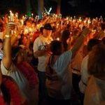75.000 de oameni s-au adunat pentru a-l comemora pe Elvis