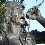 AC/DC: Statuie in memoria lui Bon Scott