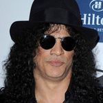 Slash a fost intervievat in Michigan (video)