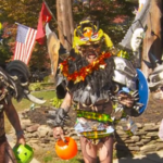 Gwar pleaca la colindat de Halloween (video)