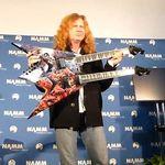 Megadeth: Dave Mustaine prezinta noua chitara Dean double-neck la NAMM (video)