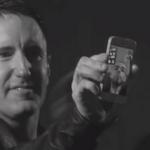 Trent Reznor intrerupe show-ul pentru a suna un fan bolnav