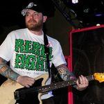 Fostul chitarist New Found Glory s-a ales cu sapte dosare pentru relatii sexuale cu minore