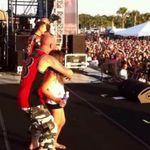Controverse dupa ce o fata de 9 ani a urcat pe scena in timpul showului Five Finger Death Punch