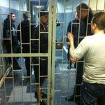 Primele poze cu Behemoth in sala de tribunal si inchisoarea din Rusia