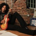 Solistul Alice in Chains realizeaza doua documentare