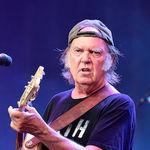 Neil Young isi anuleaza concertul din Tel Aviv, din motive de securitate