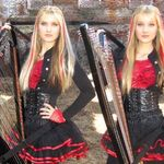 The Unforgiven in varianta Harp Twins -video