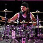 Pentru ultimul turneu Twisted Sister, in spatele tobelor va fi Mike Portnoy