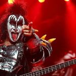 Gene Simmons promite un nou album Kiss